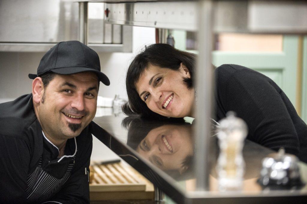 Χρήστος Κοσκινάς Chris Koskinas Fistikies Kamari Santorini Goof Food Natural Φιστικιές Φυστικιές Καμάρι Σαντορίνη Εστιατόριο Μεσογειακή Κουζίνα Mediterranean Cuizine Φάβα, Ασύρτικο, Βινσάντο